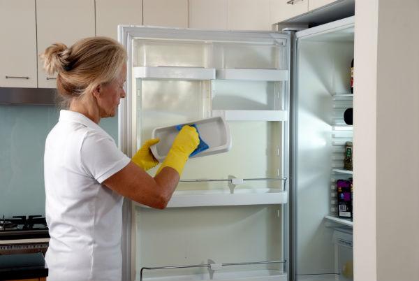 Zbavte chladničku pachov