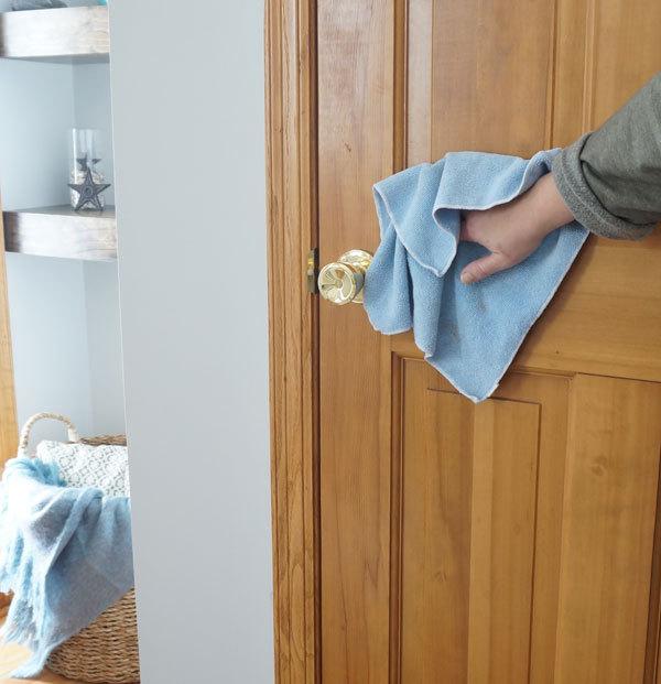 čistenie vchodových dverí