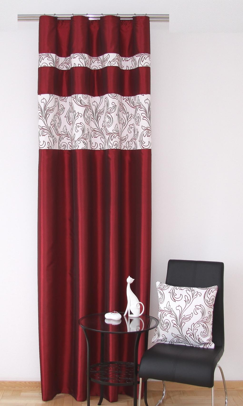 Ako vyzdobiť miestnosť s červenou záclonou